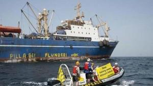 senegal-naydenov-trawler-greenpeace.si